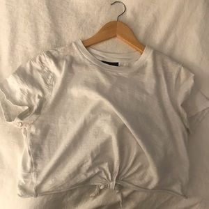 TOPSHOP WHITE CROPPED TEE W/ KNOT